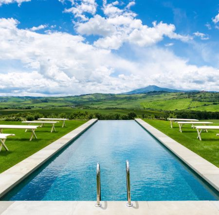 Bellorcia pool and view of Tuscany