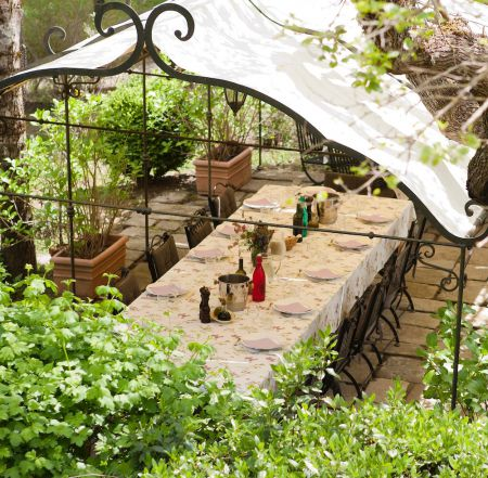 Casa Ombuto pergola for a great Tuscan lunch or dinner outside