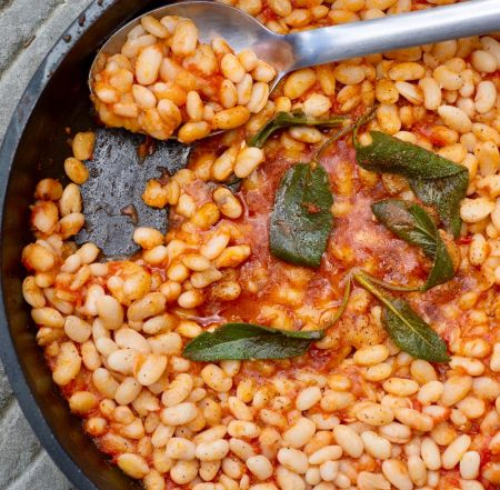 cooking vacation in Tuscany at Tuscookany learn to make Uccelletto beans