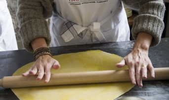 Tuscookany, learn to roll Pasta on your cooking class in Tuscany