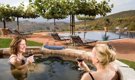 Torre del Tartufo hottub and pool in Tuscany