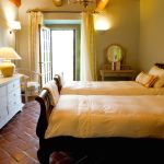 Casa Ombuto bedroom cooking vacation in Tuscany