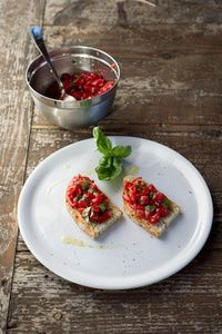Learrn to make Tomato Crostini at Tuscookany cooking classes in Tuscany