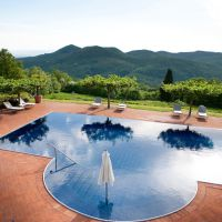 Torre del Tartufo pool and view over the Tuscan roling hills