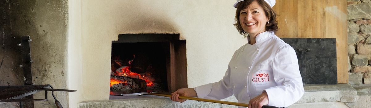 Tuscookany chef Laura at the Pizza lessons in Tuscany