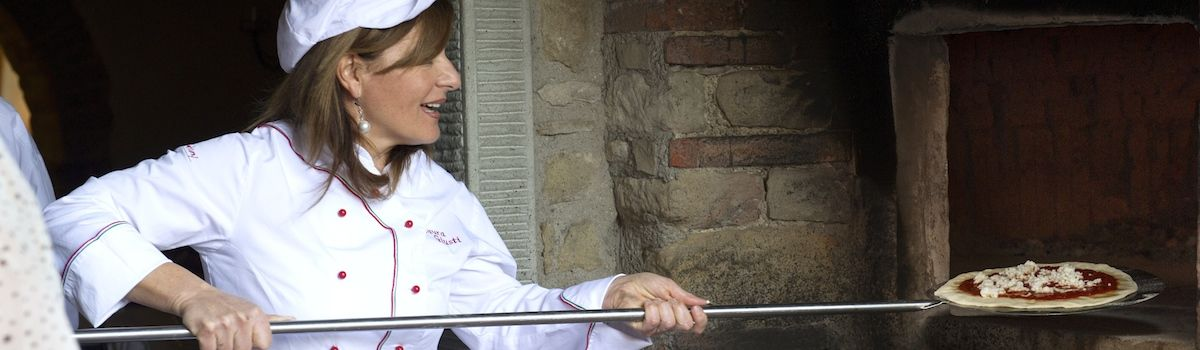 Tuscookany, chef Laura pizza lessons in Tuscany