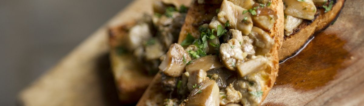 Tuscookany cookbook The flavours of Tuscany Antipasto page 34 Bruschetta with porcini mushrooms and garlic bread