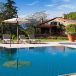 Casa Ombuto swimming pool with the villa in Tuscany