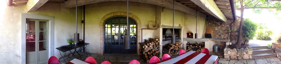 Bellorcia allfresco lunch and dinning room with Pizza oven and fire place.