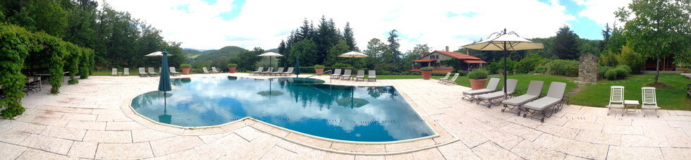 Casa Ombuto pool with view over the Tuscan hills.
