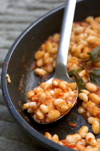 The flavours of Tuscany recepi 181 Fagioli all' Uccelletto.